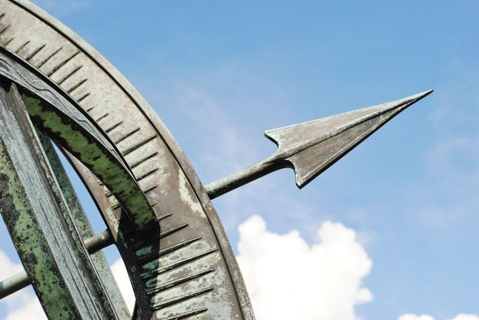 Close up of edge of sundial with arrow